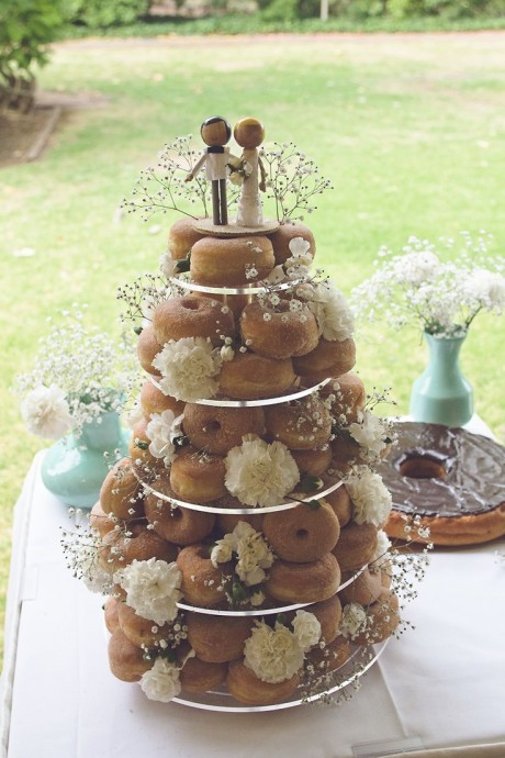 Plutôt donuts nature ? Oui... mais décorer selon vos souhaits votre pièce montée !