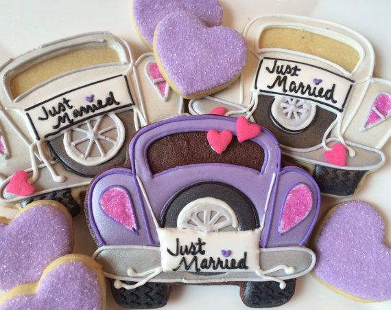 "Des cookies tous chous en forme de voiture ""just married'"