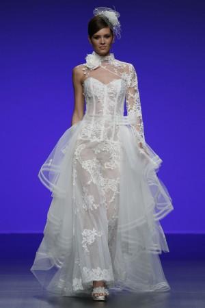 Osée, la robe de mariée transparente convient à des futures mariées audacieuses qui ont confiance en elles.