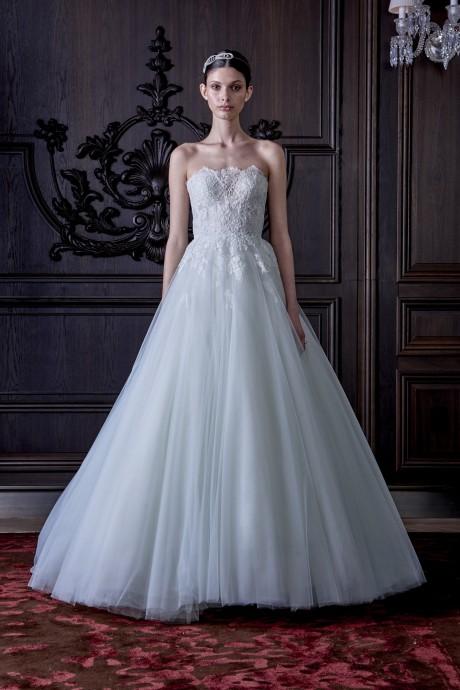 Du tulle et du bleu du côté de chez Monique Lhuillier et son modèle Roma. Romantique et glamour, cette robe surprendra agréablement vos convives.