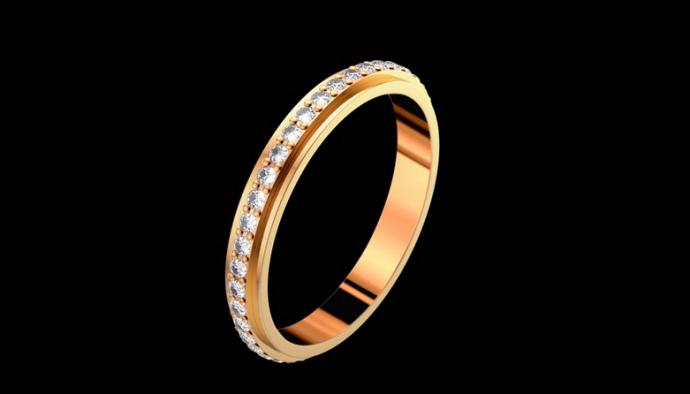 On reste plus classique pour Piaget avec cette jolie alliance en or jaune très simplement décorée de diamants. Une alliance qui plaira aux plus attachées aux bijoux traditionnels.  Alliance Possession, PIAGET, 3 400 €