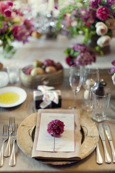 decoration de table mariage prune