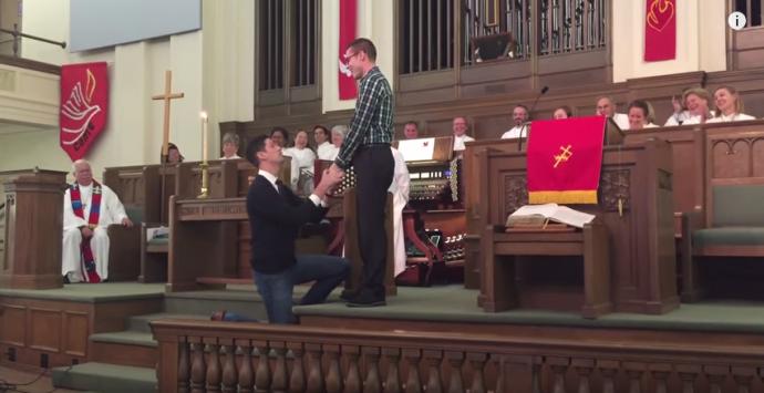demande en mariage gay dans une eglise