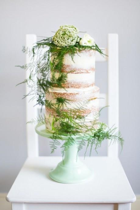 Très chouette et nature ce dessin décoré de verdure. Ce serait parfait pour un mariage sur le thème de la nature ou bien avec un code couleur dans ces tons !