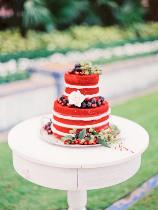 Miam ! Petit et mignon, ce dessert nous donne envie d'y glisser un doigt pour manger la chantilly, faites attention aux enfants d'honneur, qui pourraient bien se laisser tenter...