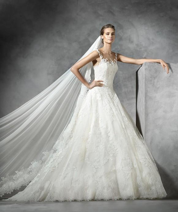 tendance 2016 10 robes de mari e sur lesquelle la dentelle se veut star. Black Bedroom Furniture Sets. Home Design Ideas