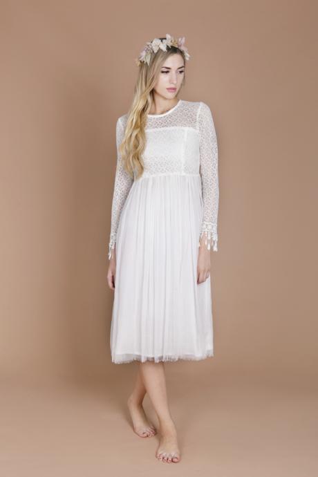 Les robes de mariées avec des manches sont particulièrement adaptées à un mariage hivernal ou automnal. Attention l'été à ne pas être trop à l'étroit dedans.