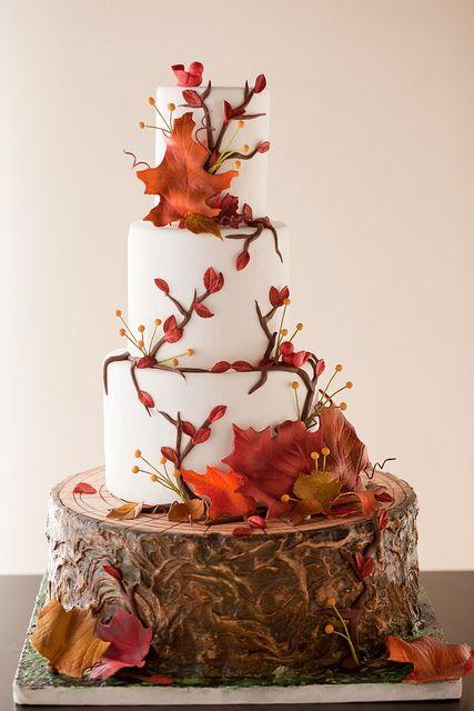 Magnifique ce wedding cake, avec sa souche en trompe l'oeil vous ferez sensation auprès de vos invités !