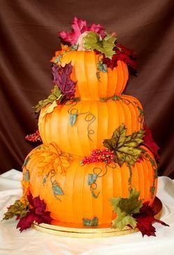 La citrouille est le légume de l'automne ! Alors pourquoi ne pas opter pour le wedding cake citrouille en trompe l'oeil ?