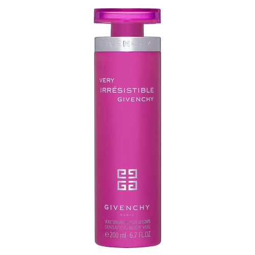 Une brume parfumée pour le corps qui dépose une odeur délicate, pétillante et féminine. Il laisse également un éclat scintillant sur la peau. Voile sensation pour le corps,  Very Irrésistible Givenchy, 39.95 euros chez Sephora.