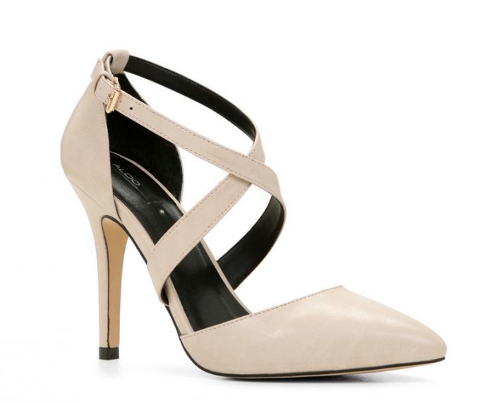 Parfaites pour un mariage en hiver, ces talons pointus avec brides à la cheville sont tendance et chic. Chaussures Aresa, Aldo, 70 euros.