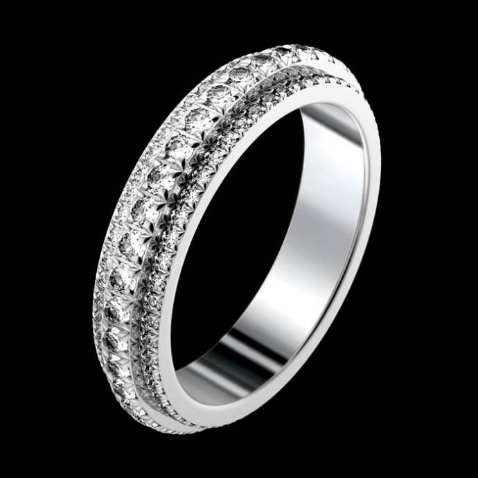 Une alliance de luxe en or blanc et diamants sertis carré pour la main de sa bien-aimée.  Ce n'est pas un anneau mais deux entrelacés qui symbolisent l'union éternelle. Ils tournent librement l'un autour de l'autre... Autant vous dire qu'on a des cœurs à la place des yeux. Alliance Possession, Piaget, à partir de 12 600 euros.