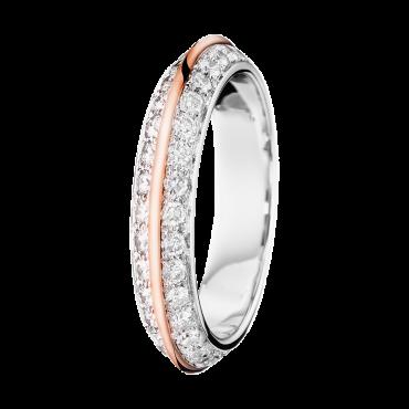 L'or rose, c'est la grande mode depuis quelques temps, alors sur une alliance, ça en jette ! Féminine au possible, Grace Kelly a inspiré ce bel anneau tout en diamants et or blanc. Alliance Eternelle Grace, Boucheron, 6 900 euros.