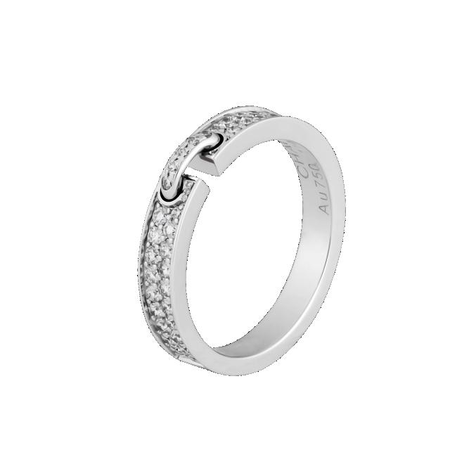 Le joli lien en diamants relié à ce somptueux anneau avec la même pierre ira à ravir aux belles mariées qui veulent de l'or blanc, et que ça brille ! Alliance Liens XS, Chaumet Paris, 4 800 euros.