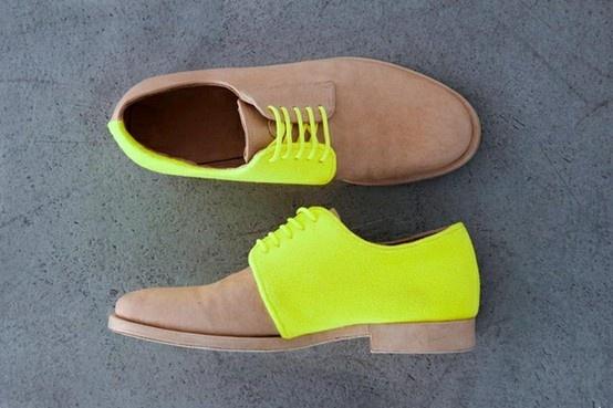chaussures fluo jaunes
