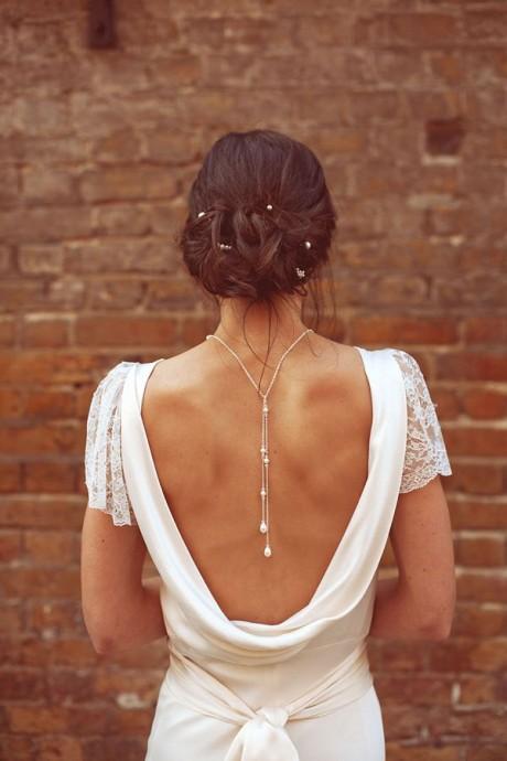collier dans le dos