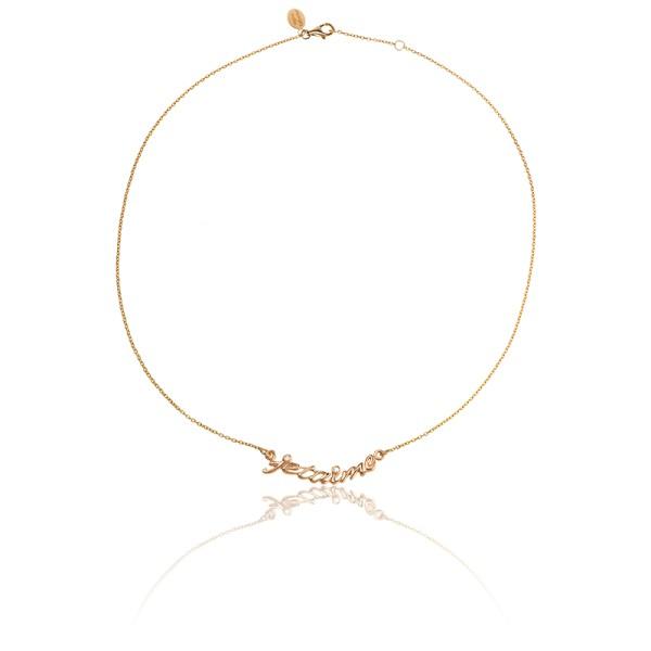 Dites-lui avec un collier. Fin et élégant, ce bijou doré saura se faire discret mais chic porté avec votre robe de mariée. Collier en vermeil jaune et diamants, Ocarat, 213 euros.