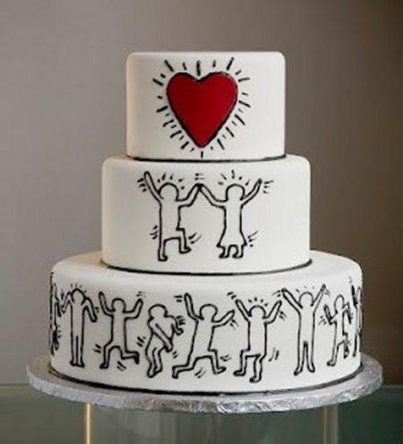 On célèbre l'amour avec ce wedding-cake original et épuré. N'hésitez pas à rajouter une petite statuette de votre couple au sommet pour personnaliser votre gâteau.