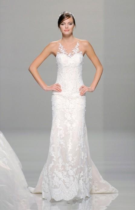 La Sposa excellence également dans l'art de la robe droite notamment avec sa robe Rosella. On adore ces bretelles complètement invisibles à l'exception des petites broderies fleuries qui remontent sur nos épaules.  La Sposa, Collection 2016, Rosella