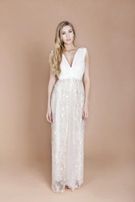 Chic et pétillante, cette robe serait parfaite dans un mariage sous le signes des paillettes. En effet sa jupe de tulle scintille grâce à ses broderies pétillantes. La taille haute vous fait une allure svelte, que demandez de plus ?  Minna, Collection 2016, Lavender