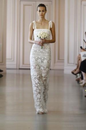 On adore cette robe issue de la collection 2016 d'Oscar de la Renta. Jouant sur la dentelle et la transparence, cette jolie robe serait parfaite pour un mariage d'été sur le sable blanc, n'est-ce pas ?  Oscar de la Renta,  Collection 2016, Look 5