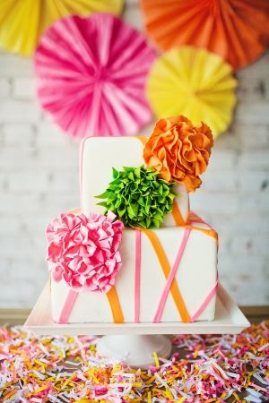 wedding cake arc en ciel fluo