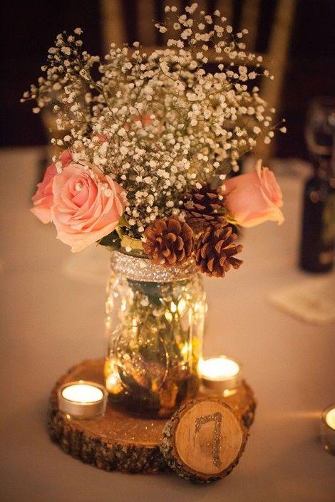 Utiliser la pomme de pain en plan de table est également une très bonne idée de décoration, accompagnez la d'autres fleurs et mettez le tout dans un grand pot afin d'y ajouter de belles lumières et le tour est joué !