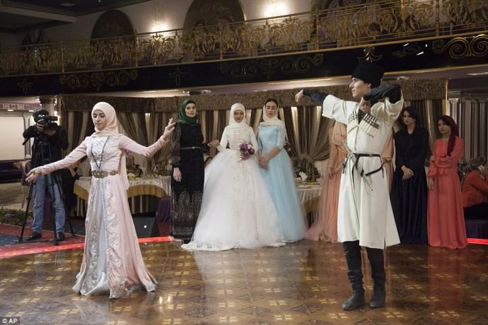 danse devant la mariee