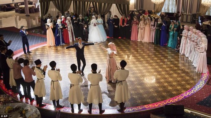 danse mariage tchetchene