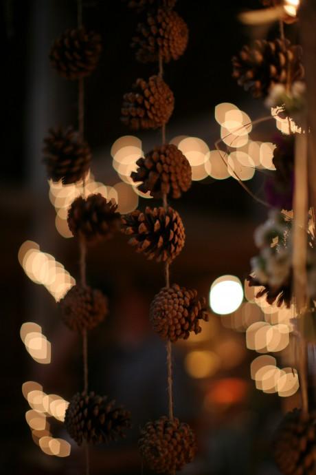 En les laissant pendre grâce à un fil, vous donnerez un joli côté romantique à votre cérémonie.