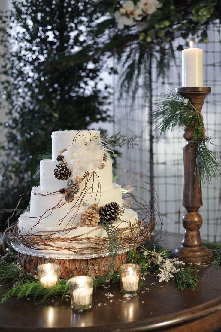 Et si vraiment le thème de votre mariage est forestier, boisé, un gâteau agrémenté de pommes de pain s'accordera parfaitement à vos envies.