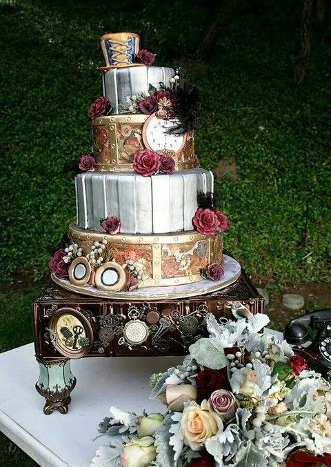 Très rétro, ce gâteau Steampunk est basé sur l'époque victorienne, très chic et romancé.