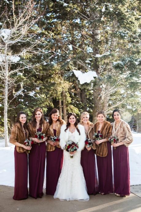 On ose une couleur éblouissante pour nos demoiselles d'honneur ! Un joli violet feront d'elles les princesses de la soirée.