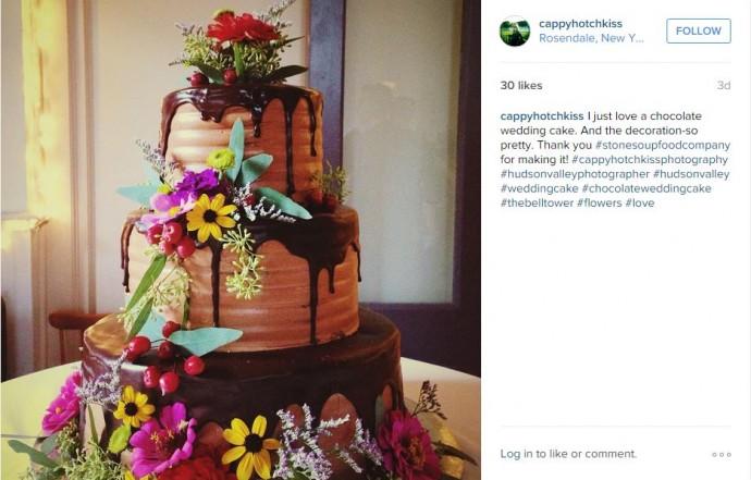 Vous aimez le chocolat ? Non pardon, vous êtes en adoration devant du chocolat ? Alors faîtes vous plaisir pour votre gâteau de mariage en vous offrant un gâteau débordant de chocolat.