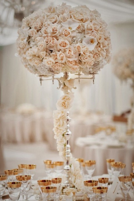 centre de table avec des roses