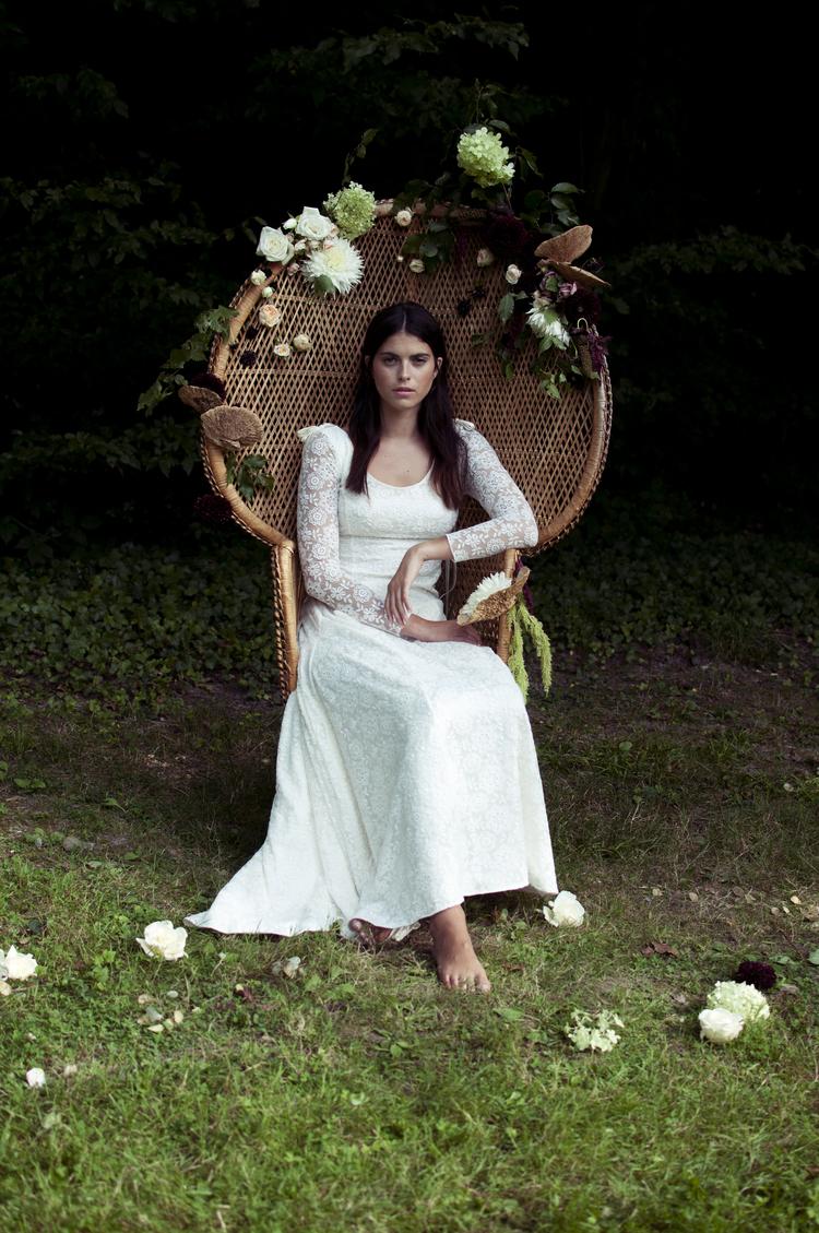 La robe Amandine de la créatrice Elise Hameau de la collection 2015 est en tulles et tout en dentelle. Parfaite pour un mariage en plein air, à la plage.