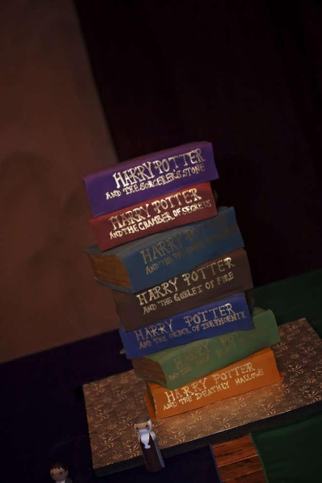 Car les films sont inspirés des livres,c'est normal de faire un wedding cake... de livres :