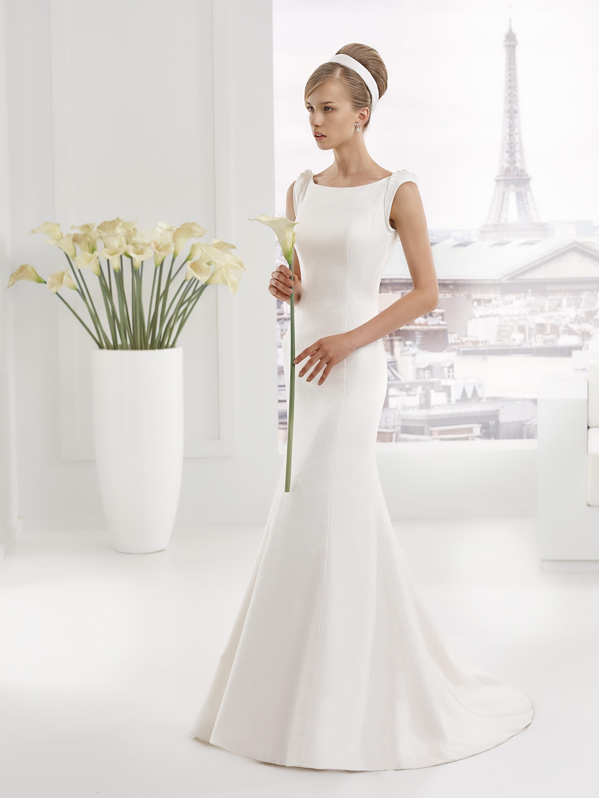 La robe de mariée Starlite est confectionnée en piqué de coton et vous  donne une ligne élégante pour créer une silhouette très féminine.