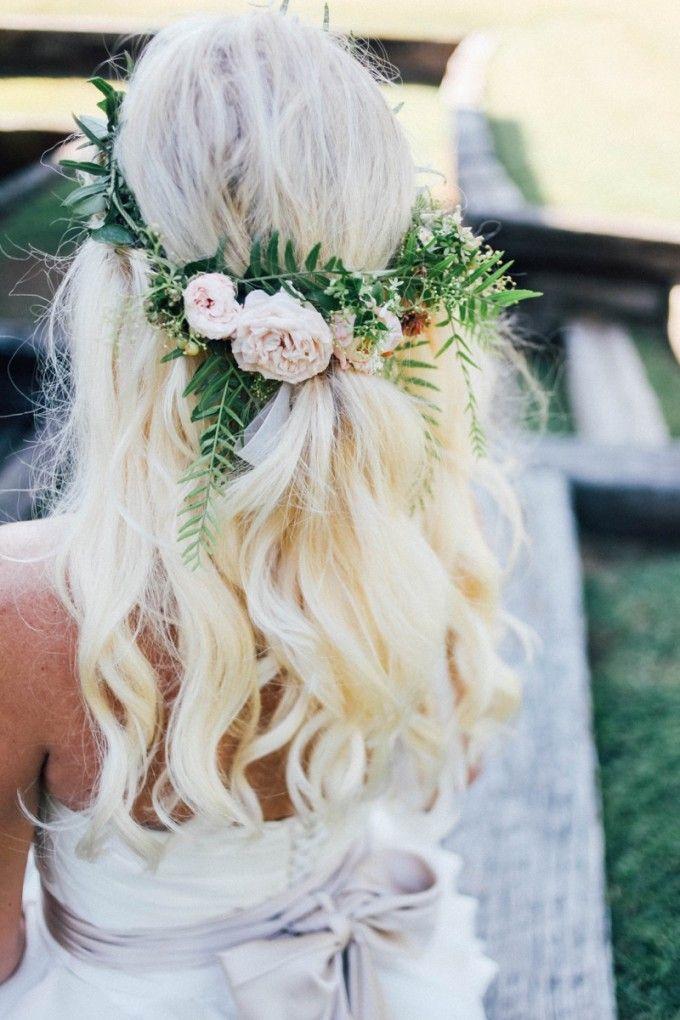coiffure de mariee avec fleur votre nouveau blog l gant. Black Bedroom Furniture Sets. Home Design Ideas