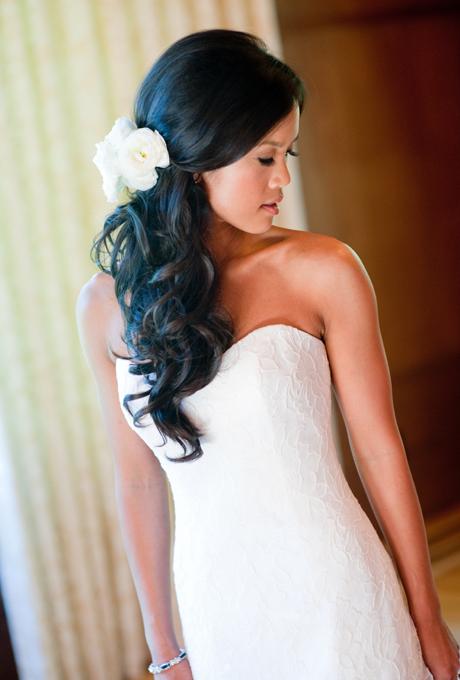 coiffure de mariee avec des fleurs dans les cheveux (8)