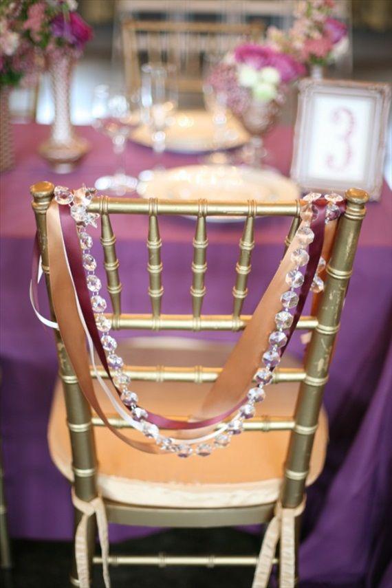 decoration de perles sur chaise de mariage