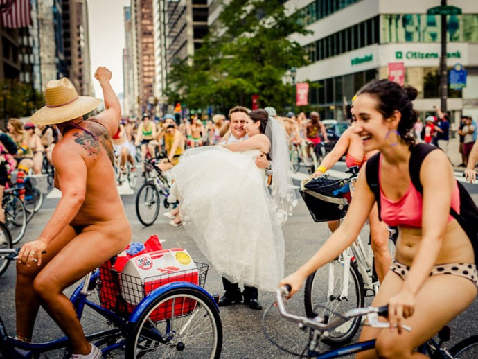 mariage-cyclistes-nudistes