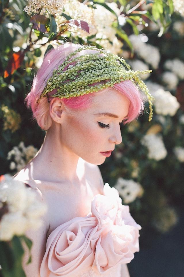 mariee aux cheveux roses