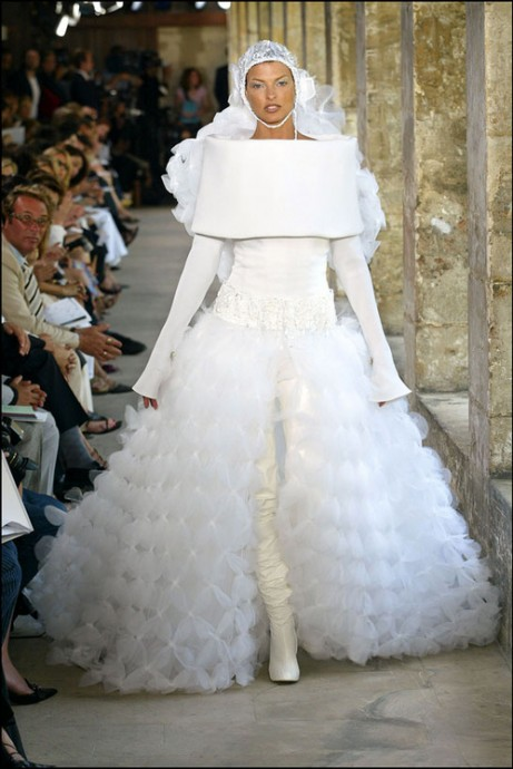 linda evangelista defile haute couture chanel collection automne hiver 2003 2004