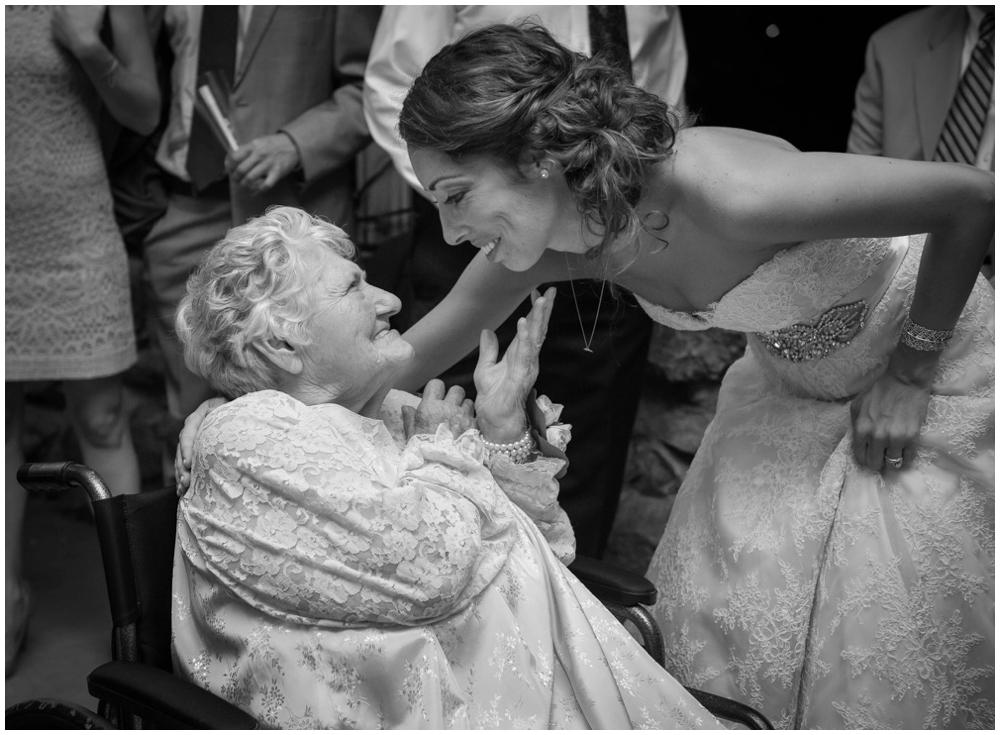 photo de mariee avec leur grand mere le jour du mariage (10)