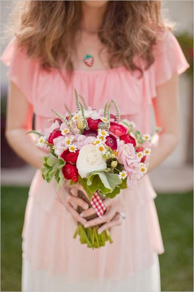 bouquet-champetre-mariee-fraise