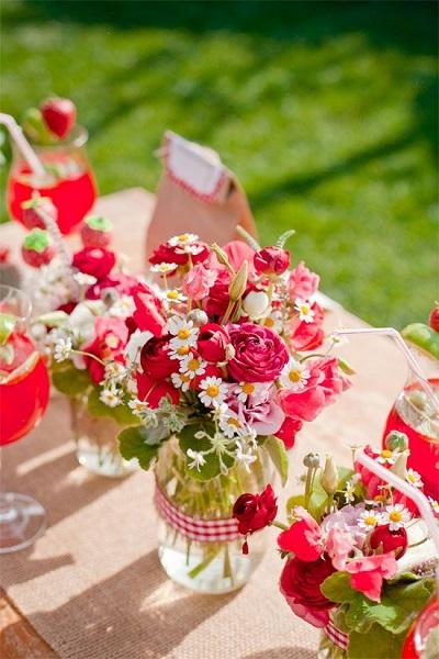 bouquets-table-mariage-fraises