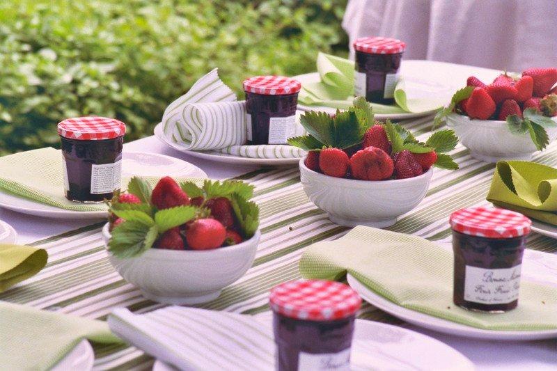 centretable-mariage-cadeau-invite-fraise