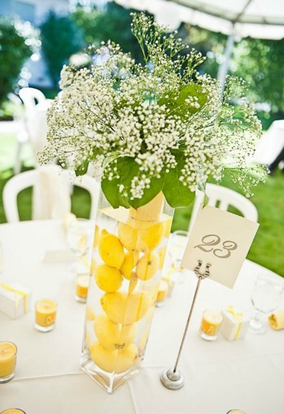citrons-vases-mariage-fleurs-blanches