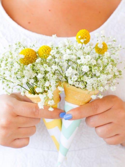 cornets de glaces avec fleurs a interieur mariage glace